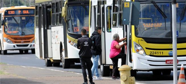 Ônibus urbanos em Brasília: MP pede transparência