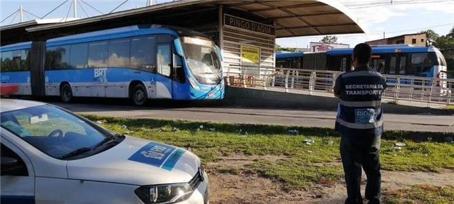 Ontem (22), agentes vistoriavam estações no BRT Tr