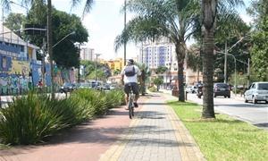 Os ciclistas preferem a bicicleta pois é mais econ