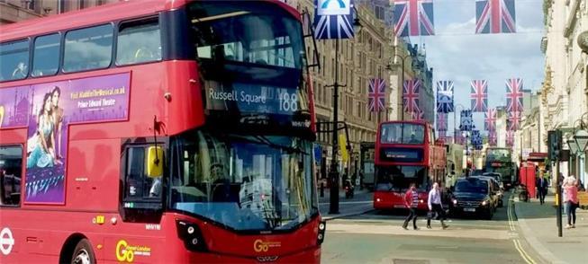 Os famosos ônibus vermelhos de Londres
