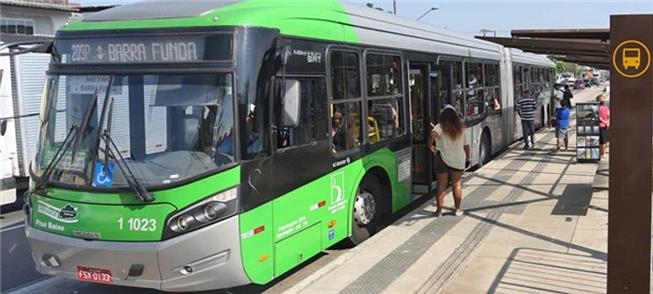 Parada de ônibus em São Paulo