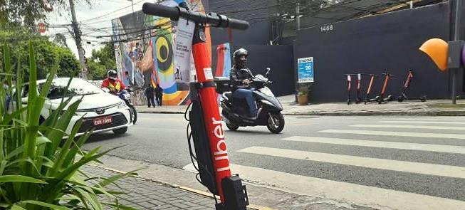 Patinete da Uber na região da Vila Olímpia, em São
