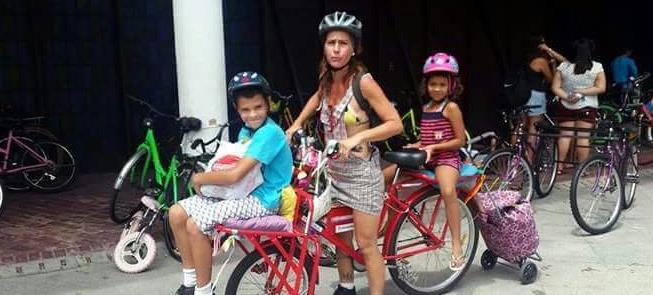 Paty Sampaio adaptou a bike cargueira para levar o