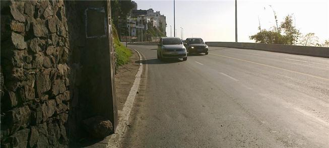 Pedestres ainda tropeçam nas calçadas de Salvador