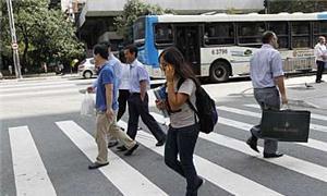 Pedestres distraídos estão mais vulneráveis à acid