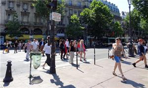 Pedestres em Paris