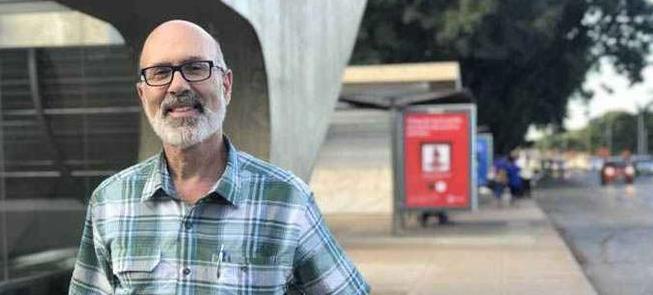 Peter Furth pedalou por Brasília; e estranhou seus
