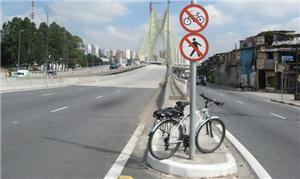 Placa? sim, mas para barrar acesso a pedestres e c