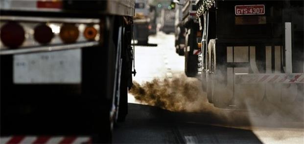 Poluição por particulados é visível em ônibus e ca