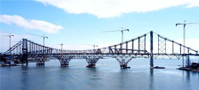 Ponte Hercílio Luz em restauro