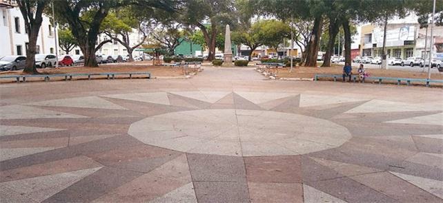 Praça André de Albuquerque, ponto final do calçadã