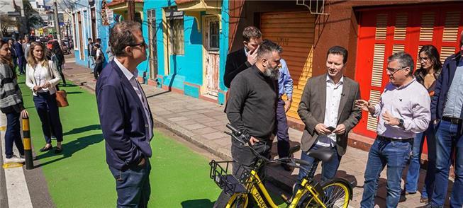 Prefeito lançou ontem (2) o projeto na rua João Al