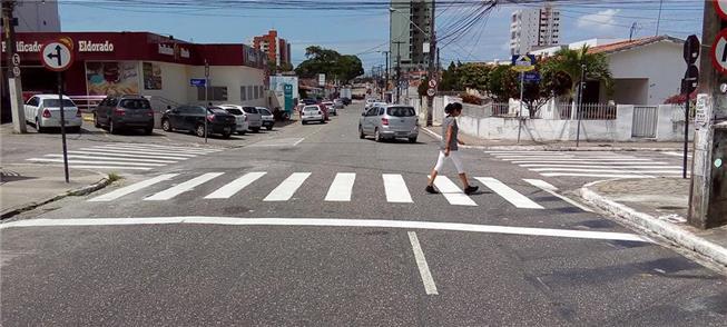 Prefeitura está refazendo a pintura de faixas em v