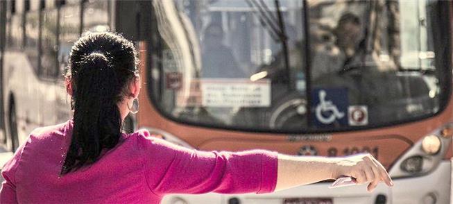 Problemas no transporte público atingem mais as mu