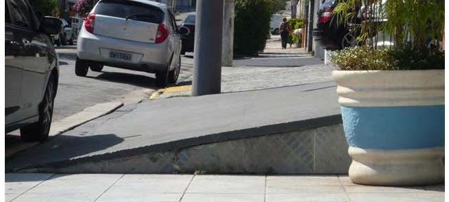 Rampas para carros,barreiras para pedestres e cade