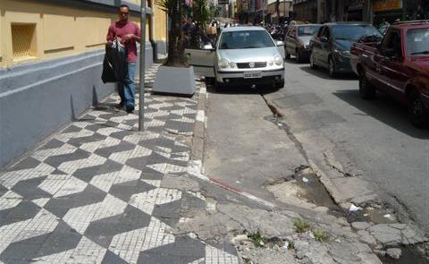 Reforma das calçadas, obrigação da Prefeitura