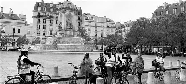 Refugiados terão pedalada festiva por Paris no dom