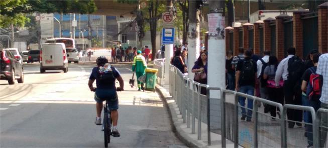 Resolução prevê multar pedestres e ciclistas