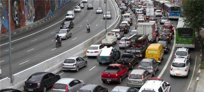 Restringir carros e reduzir poluição, pedem os pau