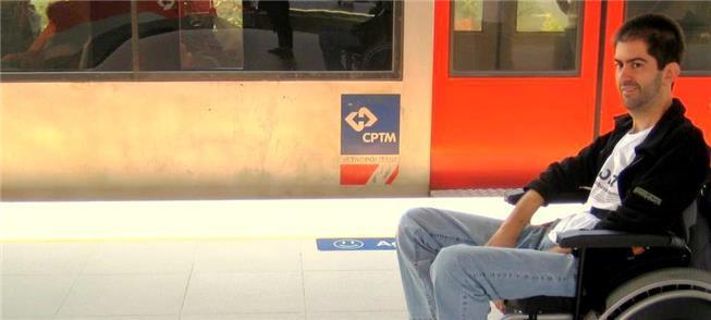 Ricky Ribeiro no transporte público na semana da m