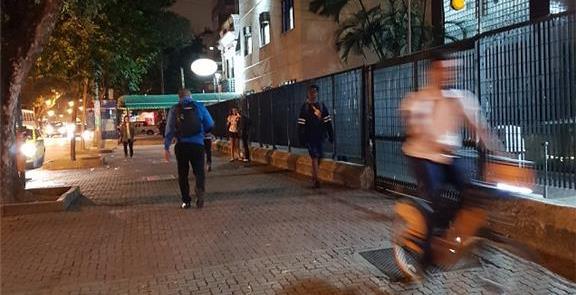Rio à noite: oferta desigual de transporte público