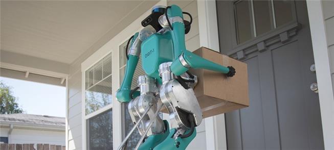 Robô transporta mercadoria: entrega com carros aut