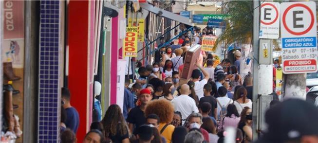 Rua de comércio popular em São Paulo