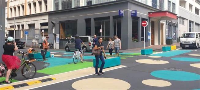 Rua em Auckland (Nova Zelândia), redesenhada para
