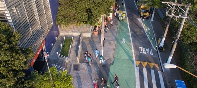 Rua próxima à estação Berrini (SP) com intervenção