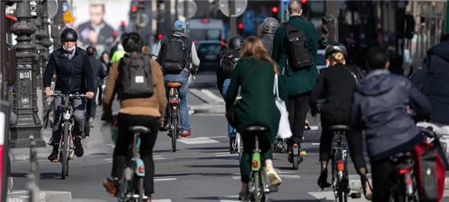 Rua Rivoli, em Paris: mais espaço para ciclistas