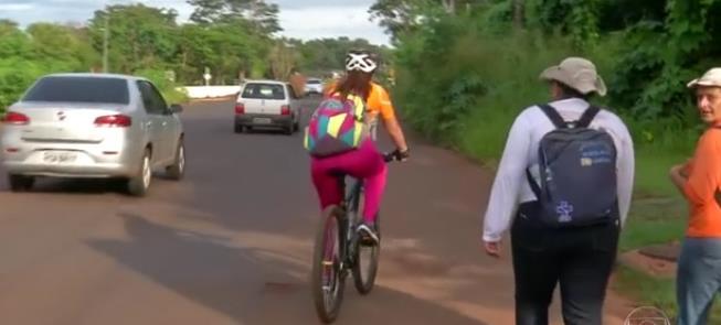 Sem ciclovia (ou calçada!) ciclista se arrisca ent