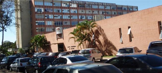 Setor Hospitalar Sul: carros e pouco espaço ao ped
