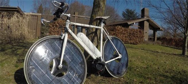 Solarbike armazena energia em painéis nas rodas