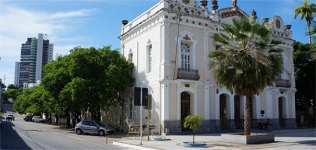 Teatro e outros prédios históricos destacados no p