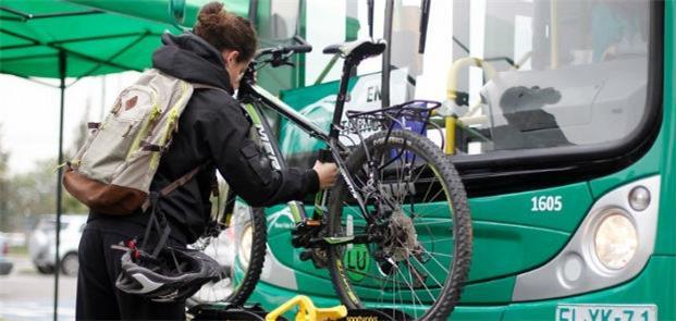 Testes de suporte para bicicletas na capital Santi