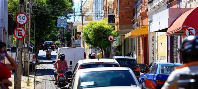 Trânsito congestionado no centro de Teresina