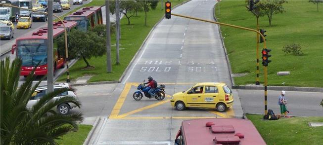 Transmilênio: parada obrigatória nos semáforos