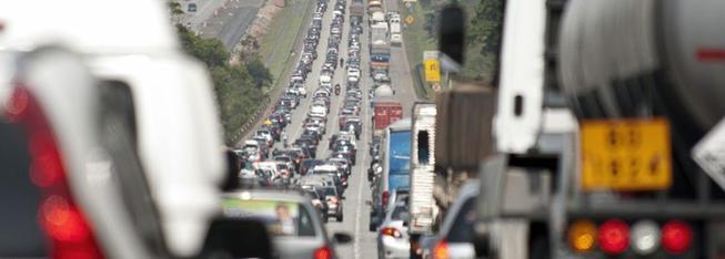 Transporte de cargas no Brasil é campeão em emissõ