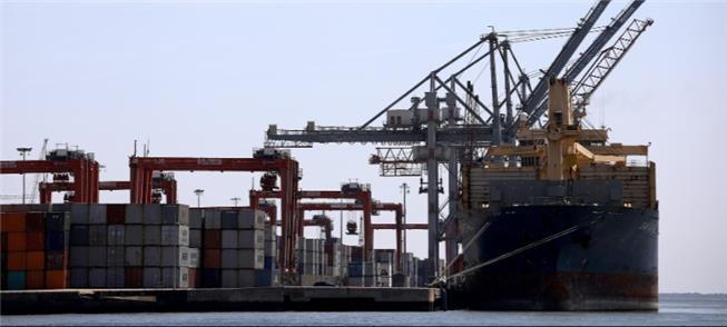 Transporte fluvial: navios levam de 80 a 100 contê