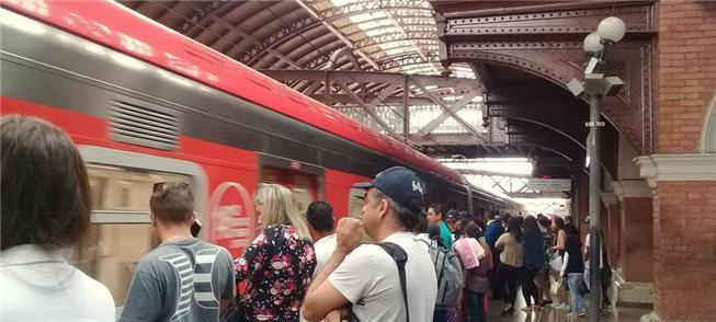 Trem da CPTM na Estação da Luz, em São Paulo