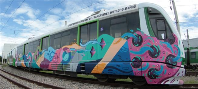 Trem do VLT grafitado com obra do cearense Grud