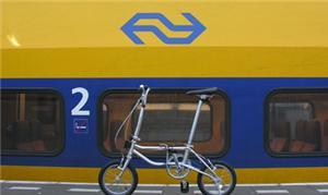 Trem e bike na estação de Amsterdã: integração tot