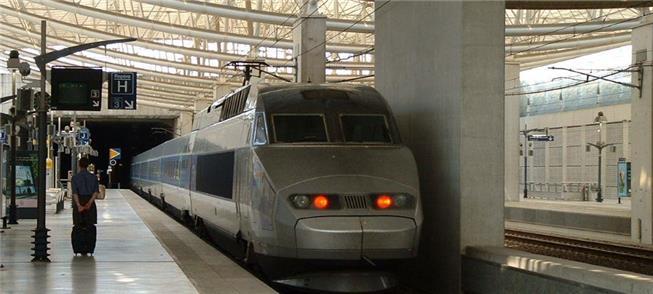 Trem para Nantes (FR), no aeroporto Charles de Gau