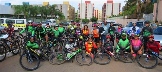 Um dos 150 grupos de bike organizados que circulam
