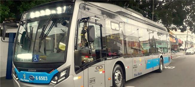 Um dos 16 ônibus BYD/Caio elétricos na cidade de S