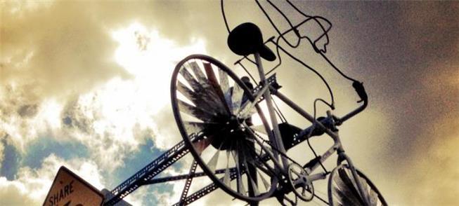 Uma bicicleta ao vento