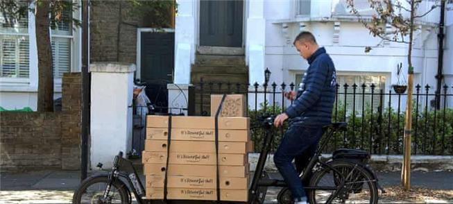 Uma e-bike é usada na entrega de flores ao sul de