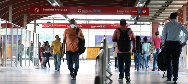 Usuários do metrô, trens e ônibus terão de usar má