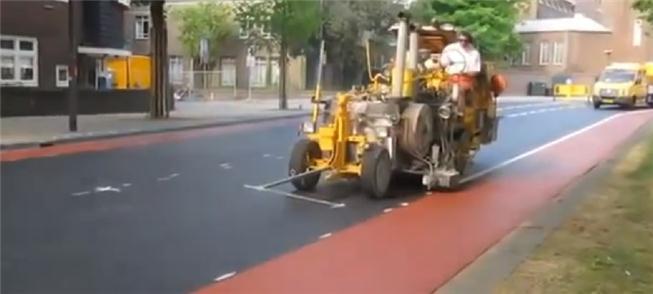 Veja a construção de uma ciclovia na Holanda