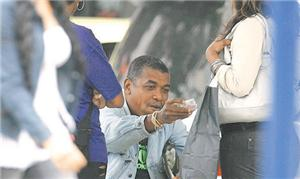 vendedor repassa bilhetes a R$ 3 a passageiros